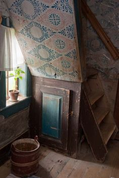 Home Decoration For Small House Old Cottage, Rustic Cottage, Meas Vintage, Cottage Interiors, Fashion Room, Wall Treatments, Old Houses, Interior And Exterior, Decoration