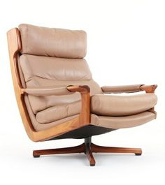 Fred Lowen; #T21 Blackwood and Leather 'Belmont' Lounge Chair for Tessa, 1970. Via Mr. Bigglesworthy.