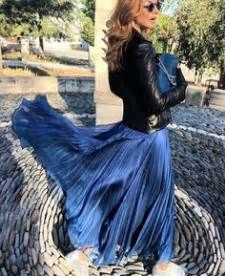 Windy Silk Skirt images, similar and related articles aggregated throughout the Internet. Windy Skirts, Long Maxi Skirts, Pleated Midi Skirt, Silk Skirt, Dress Skirt, Hobble Skirt, Skirt Images, Skirt And Sneakers, Lovely Dresses