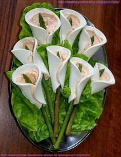 Love the Calla lily idea - cheese, filling of choice and asparagus. Appetizers For Party, Appetizer Recipes, Cottage Cheese Salad, Creamy Potato Salad, Food Platters, Cooking Recipes, Healthy Recipes, Food Decoration, Easy Salads