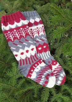 Muita ihania - syyssukat (Petran versio) - Pientä kivaa Knitted Christmas Jumpers, Christmas Knitting, Crochet Socks, Knitting Socks, Mittens, Christmas Stockings, Villa, Slippers, Holiday Decor