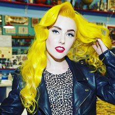 What Suprising Hair Color Should You Have? Yellow Hair Color, Bright Hair Colors, Hair Colours, Short Hair Trends, Short Hair Styles Easy, Neon Hair, Pastel Hair, Short Bob Hairstyles, Pretty Hairstyles