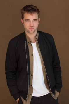 All Picture Here: https://www.facebook.com/onlyrobertpattinson