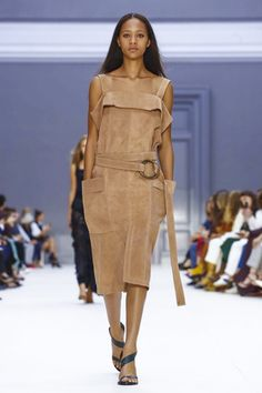 So let's start at the beginning.Chloe: bib-front collars, breezy silhouettes, knotted sleeves and smock tops, babydoll shapes and voluminous shapes; this was a really lovely and really ...