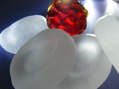 julie light - blood cells in glass www.julielightglass.co.uk
