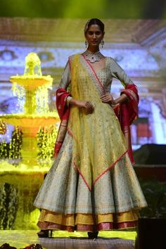Bansaldesignersofficial Completely Stitched Customised in all colours For booking price order or more details please contact us on call / WhatsApp 7814240005 Indian Dress Up, Indian Gowns, Indian Attire, Indian Outfits, Choli Designs, Lehenga Designs, Saree Blouse Designs, Indian Bridal Wear, Indian Wear