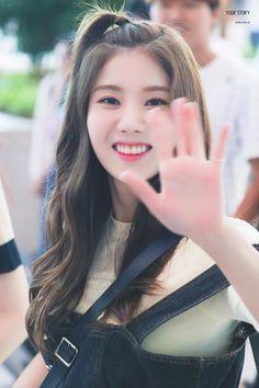 ﹝Park Yewon﹞ ー Kwon Eunbi ♡̷̷ Kpop Girl Groups, Korean Girl Groups, Kpop Girls, Honda, Japanese Girl Group, Woollim Entertainment, Kim Min, Golden Child, Korean Makeup