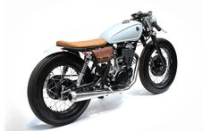 Cafe Racer Pasión — Yamaha Cafe Racer by The Sports Customs Sr400 Cafe Racer, Cb 750 Cafe Racer, Cafe Racer Bikes, Cafe Racer Motorcycle, Motorcycle Style, Motorcycle Engine, Bobber Custom, Custom Cafe Racer, Custom Motorcycles
