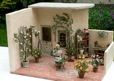 Amazing detail and quality work Garden of Miniatures Scale artisan handcrafted courtyard garden Miniature Plants, Miniature Rooms, Miniature Houses, Miniature Furniture, Vitrine Miniature, Mini Doll House, Tiny World, Green Landscape, Mini Things