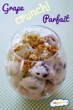 This healthy granola yogurt parfait recipe adds grapes for fun and is a delicious crunchy snack! Grape Recipes, Real Food Recipes, Yummy Food, Tasty, Lunch Snacks, Healthy Snacks, Eating Healthy, Healthy Living, Clean Eating