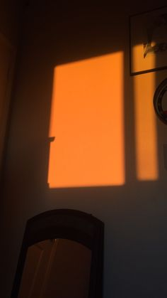 My room became orange. Aesthetic Roses, Gold Aesthetic, Orange Aesthetic, Sunset Painting Easy, Window Shadow, Shadow Photography, Cute Cartoon Wallpapers, Morning Light, Golden Hour