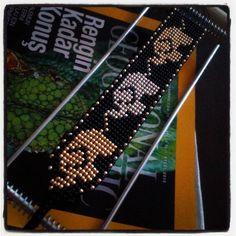 Aucune description de photo disponible. Loom Bracelet Patterns, Bead Loom Bracelets, Beaded Jewelry Patterns, Beading Patterns, Bead Jewellery, Resin Jewelry, Pony Bead Patterns, Peyote Beading, Tear