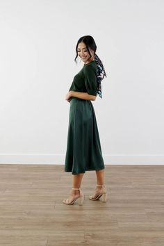 Modest Clothing, Silky Green Skirt, Modest Clothes Modest Skirts, Modest Outfits, Cool Outfits, Modest Clothing, Diva Fashion, Skirt Fashion, Fashion Outfits, Knee Length Dresses, White Lace