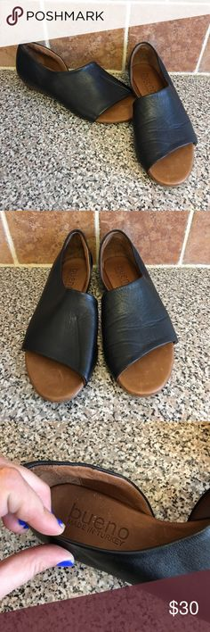 Bueno Genuine Leather Sandals Beautiful made in turkey. Had a crease as seen in picture on one of the shoes but nothing noticeable. Bueno Shoes