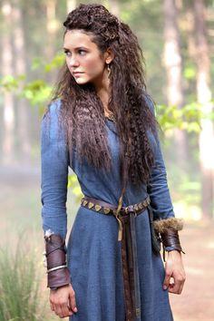 Nina Dobrev as Tatia Petrova on The Originals 'Red Door'. Viking Costume, Medieval Costume, Medieval Dress, Viking Dress, Renaissance Costume, Viking Clothing, Historical Clothing, Historical Photos, Renaissance Fair