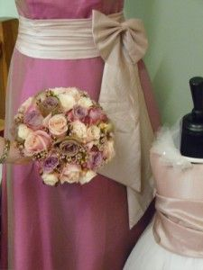 Antique-Bouquet-with-dusky-pink-and-champagne-bridesmaids-dresses-resize-225-x-3001.jpg (225×300)