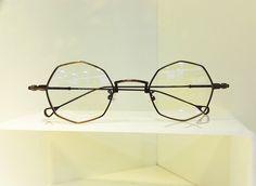 流行りのメガネ肉桂色シナモン色ゴールド眼鏡