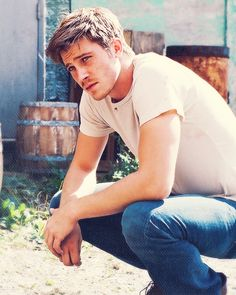 Garrett Hedlund, I first saw him in Four Brothers in 2005 and 5 years later, I see him in Country Strong. Boy, that just made me love him even more!! A hot country boy who has an amazing voice, I nearly died <3