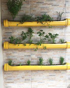 Jardin Vertical Diy, Vertical Garden Diy, Small Vegetable Gardens, Small Gardens, Small Garden Design, Backyard Landscaping, Backyard Ideas, Growing Plants, Plant Decor