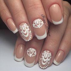 394940-manicure-slubny-najwieksze-trendy-biala-koronka-babyboomer-cyrkonie.jpg (650×650)