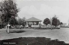Het Oranjeplein met kiosk