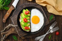 What should you eat for breakfast if you have diabetes? Get some tasty options from Certified Diabetes Educator and Registered Dietitian Amy Campbell. Easy Healthy Breakfast, Eat Breakfast, Breakfast Recipes, Breakfast Ideas, Broccoli Nutrition, Grilled Turkey, Low Carb Veggies, Protein Bites, Big Meals