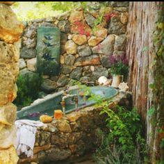 Outdoor tub encased in stone - beautiful. via:Dishfunctional Designs: Dreamy Bohemian Garden Spaces Outdoor Bathtub, Outdoor Bathrooms, Outdoor Rooms, Outdoor Gardens, Outdoor Living, Outdoor Showers, Garden Bathtub, Garden Bathroom, Garden Shower