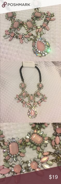 Statement necklace beautiful!!! New with tags. Adjustable Jewelry Necklaces