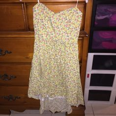 Forever 21 floral high low dress Great for spring/summer! This dress is slightly longer in the back than the front. Has a lining inside of dress and features a sweetheart neckline. Zipper closure in the back. No stains or rips. Forever 21 Dresses High Low