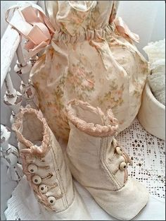 oldandshabby:  (via Pin by Tattered Lace and Roses A Vintage Love on Pretty Little Things…)