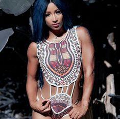 Sasha Banks Bikini, Wwe Sasha Banks, Aj Styles Wwe, Wwe Outfits, Wwe Female Wrestlers, Kana Wrestler, Female Athletes, Wwe Girls, Wwe Ladies