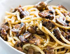 An easy recipe for lazy nights when you crave some pasta goodness which comes through best in spaghetti! This Mushroom Spaghetti Aglio Olio is a really quick and comforting meal involving fewer ingredients. Its perfect for meatless weeknights! Pasta Recipes, Dinner Recipes, Cooking Recipes, Amish Recipes, Dutch Recipes, Noodle Recipes, Dinner Menu, Southern Recipes, Appetizer Recipes