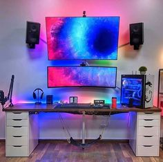 gorgeous 35 Comfy Video Game Rooms Design Ideas For The Beginners Computer Gaming Room, Computer Desk Setup, Gaming Room Setup, Pc Setup, Computer Technology, Gamer Setup, Gaming Rooms, Game Room Kids, Bedroom Setup