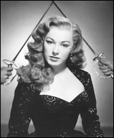 Pin Curls Todays hair and makeup inspiration from Eleanor Parker (born June from this image from 1950 1950s Hairstyles, Vintage Hairstyles, Wedding Hairstyles, Cool Hairstyles, 1940s Hairstyles For Long Hair, Hollywood Stars, Hollywood Glamour, Classic Hollywood, Cabelo Pin Up