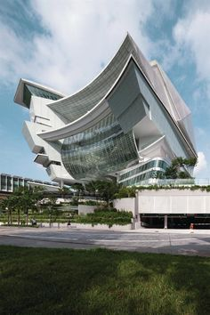 The building is stratified into the Star Vista retail mall on the lower levels and the Star Performing Arts Centre above. Visitors at grade ...