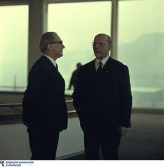 """Erich Honecker, links, und Walter Ulbricht hatten beide das Ziel, Ost-Berlin auf Weltniveau zu hieven. Zu den 750-Jahr-Feierlichkeiten am 23. Oktober 1987 präsentierte DDR-Staatschef Honecker schließlich Ost-Berlin als weltoffene Metropole: """"Während der zurückliegenden Monate war besonders eindrucksvoll zu spüren, wie kraftvoll der Puls des Lebens in unserem Lande schlägt."""""""