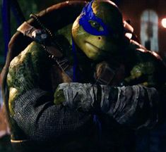 Oh my gosh! He looked at me! I love you Leo! *Fangirls and hyperventilates*<< what THE FUCK Ninja Turtles 2014, Ninja Turtles Movie, Ninja Turtles Art, Teenage Mutant Ninja Turtles, Tortugas Ninja Leonardo, Ninja Wallpaper, Transformers Megatron, Tmnt Leo, Leonardo Tmnt