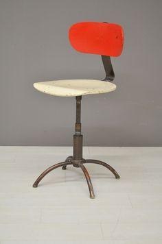 Bureaustoel rood met wit/ Office chair red with white