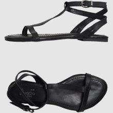 evado flip flops