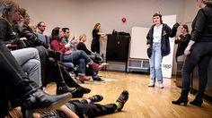 """Klara Branting berättar om sina erfarenheter av att vara särbegåvad, på eventet """"Brainchild"""" på Tekniska museet."""