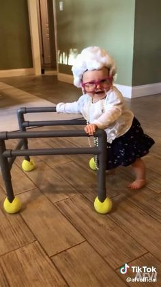 Funny Baby Faces, Cute Funny Baby Videos, Cute Funny Babies, Super Funny Videos, Funny Videos For Kids, Funny Short Videos, Funny Vidos, Funny Laugh, Funny Kid Costumes
