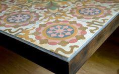 Come realizzare un mosaico sul pianale di un tavolo