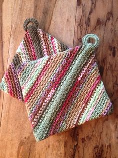 Double-thick Diagonally Crocheted Potholder pattern by Andrea Mielke Crochet Kitchen, Crochet Home, Knit Or Crochet, Crochet Crafts, Yarn Crafts, Free Crochet, Crochet Birds, Crochet Animals, Grannies Crochet