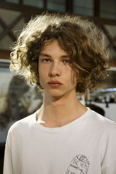 jack mather backstage at phillip lim Boys With Curly Hair, Curly Hair Men, Curly Hair Styles, Pretty People, Beautiful People, Face Photography, Hair Reference, Grunge Hair, Messy Hairstyles