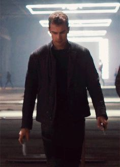 Animated gif about gif in Divergent by Maaaała Divergent Theo James, Divergent Four, Divergent Fandom, Divergent Trilogy, Tobias, Tris Und Four, Portrait Photography Men, Bad Boy Aesthetic, Veronica Roth