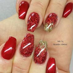 One of the Week: Nails on the tip of your fingers; tips for finger nail polish; tips for filling nail holes in trim; tips for filling nail holes; getting nail tips for the first time; nail tips without filing Gold Gel Nails, Glitter Fade Nails, Red And Gold Nails, Faded Nails, Gold Glitter, Xmas Nails, Holiday Nails, Christmas Nails, Fabulous Nails