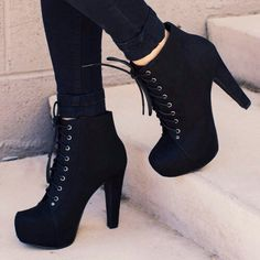 There are already thousand enthralling, inspiring and awesome images tagged with bottines (boots). High Heel Boots, Heeled Boots, Shoe Boots, Black Heel Boots, Boot Heels, High Heel Sneakers, Platform Ankle Boots, Sneaker Heels, Black Sneakers