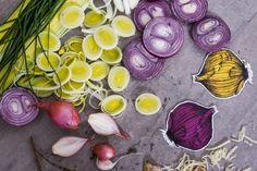 Que vous cherchiez une boucherie, une poissonnerie ou une fromagerie, les marchés publics de Montréal offrent une panoplie de produits frais et locaux! Vide, Vegetables, Inspiration, Food, Onion, Apples, Cheese Plant, Butcher Shop, Walking