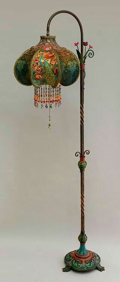 I totally LOVE this lamp! - Art Nouveau Peacock Victorian Bridge Lamp and Shade Victorian Lamps, Antique Lamps, Vintage Lamps, Vintage Furniture, Lampe Art Deco, Art Deco Lamps, Deco Floral, Home And Deco, My New Room