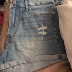 High waisted shorts They are high waisted shorties stretchy and soft. Wore it once but they don't fit my butt anymore :( could sell cheaper on Ⓜ️ercari :) it's a size 3 Hollister Shorts Jean Shorts